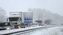 L'A48 bloquée par la neige, des dizaines d'automobilistes évacués en pleine