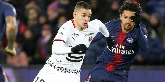 Hatem Ben Arfa en duel avec son ancien coéquipier du Paris Saint-Germain (PSG) and Stade Rennais FC (Rennes)...