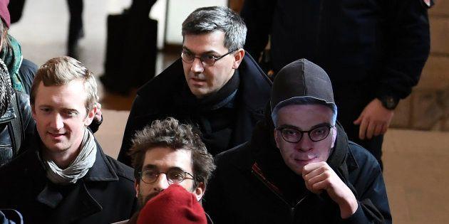 Julien Coupat, considéré par les autorités comme le meneur du groupe de Tarnac, arrive au tribunal le...