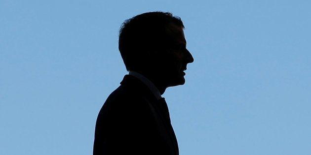 Au plus bas dans les sondages, Emmanuel Macron déjà à un moment décisif de son