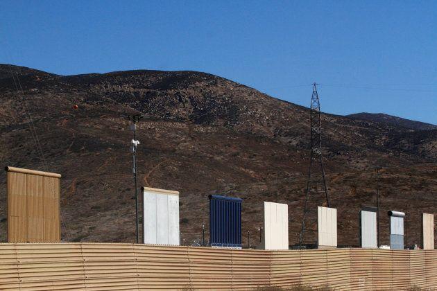 Donald Trump découvre les 8 échantillons du mur à la frontière mexicaine qu'il