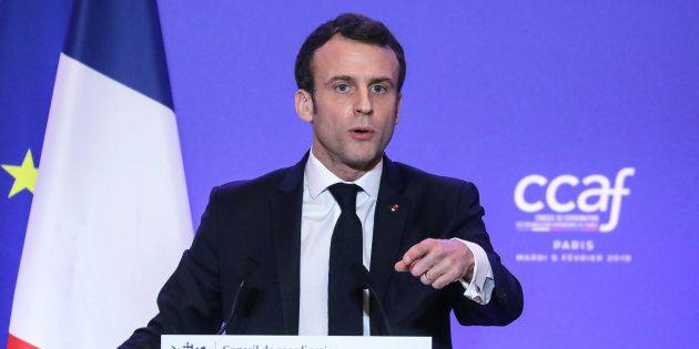 Emmanuel Macron prononçant son discours au dîner annuel du Conseil de coordination des organisations...