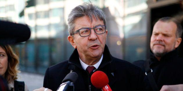 Jean-Luc Melenchon face à la presse en marge du Congrès du parti travailliste à