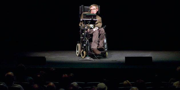 Stephen Hawking, mort ce mercredi 14 mars, photographié ici à Berkeley en