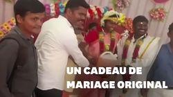 Ces jeunes mariés indiens ont reçu un drôle de cadeau de