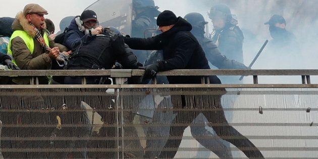 Christophe Dettinger a été filmé le 5 janvier en train de frapper des gendarmes lors d'une manifestation...