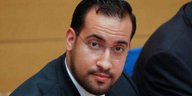Alexandre Benalla (ici au Sénat le 19 septembre) posant avec une arme: une enquête ouverte après la publication...