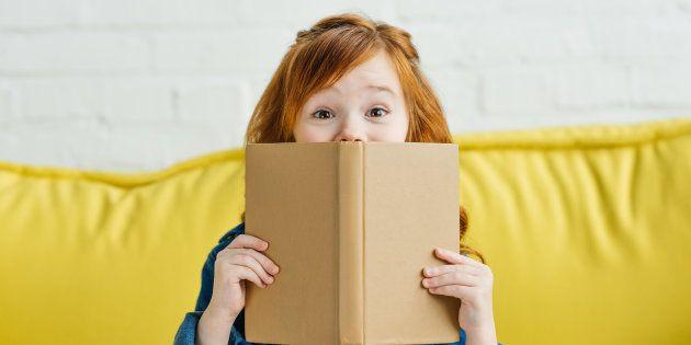 Un livre avec le petit garçon qui s'envoie en l'air dans une fusée rouge et blanche a l'air autrement...