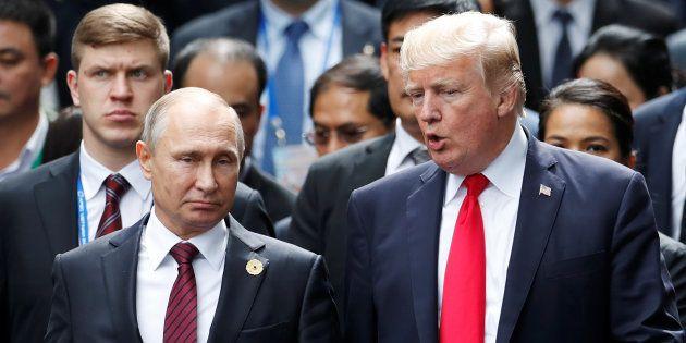 Donald Trump et Vladimir Poutine lors d'un sommet à Danang, au Vietnam, en novembre