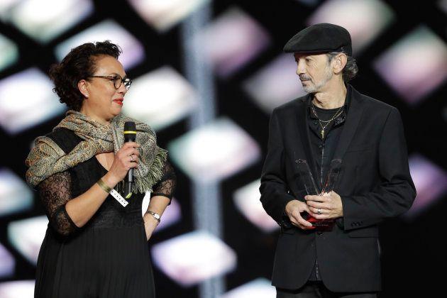 Les parents de Bigflo & Oli sont montés sur scène pour recevoir le prix remporté par leurs enfants lors...