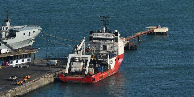 Le Geo Ocean III, transportant le corps d'Emiliano Sala, amarré dans le port de Weymouth dans le sud-ouest...