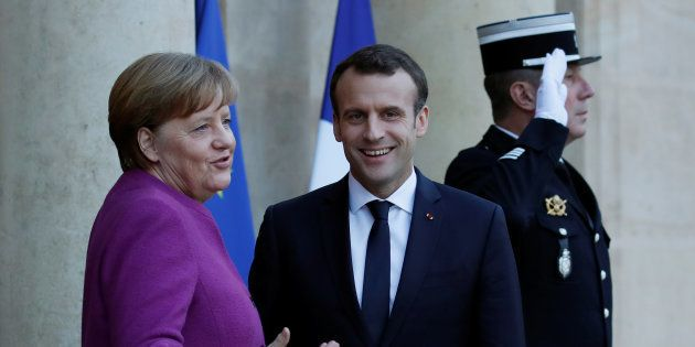Après avoir profité de l'absence de Merkel, Macron veut surfer sur son