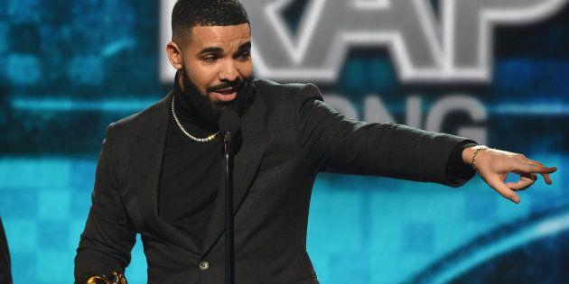 Durant son discours au micro des Grammys 2019, le rappeur Drake s'est fait couper par la publicité avant...