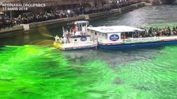 Les plombiers de Chicago on teint la rivière en vert avec leur produit