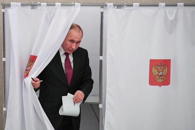 Forte participation pour l'élection présidentielle en Russie, l'opposition dénonce déjà des