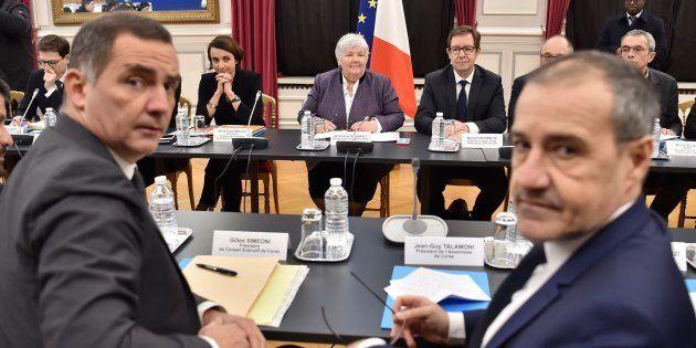 Jean-Guy Talamoni et Gilles Simeoni lors d'une réunion avec Jacqueline Gourault à Paris, le 13