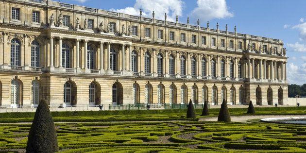 Dans les jardins du château de Versailles, qui recevra bientôt son bloc de marbre. Il devrait être transformé...