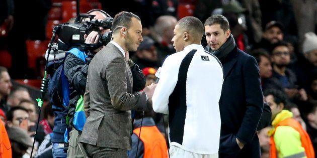 Kylian Mbappé au micro du journaliste Mohamed Bouhafsi de RMC Sport avant Manchester United-PSG le 13...