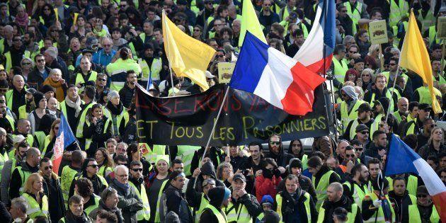 Des gilets jaunes manifestant à Marseille le 9 février