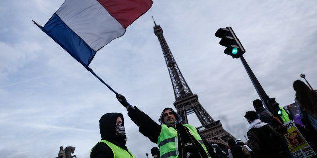 Des gilets jaunes manifestant à Paris lors de l'acte XIII le 9 février