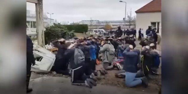 Des lycéens mis à genoux par les forces de l'ordre à Mantes-la-Jolie en décembre