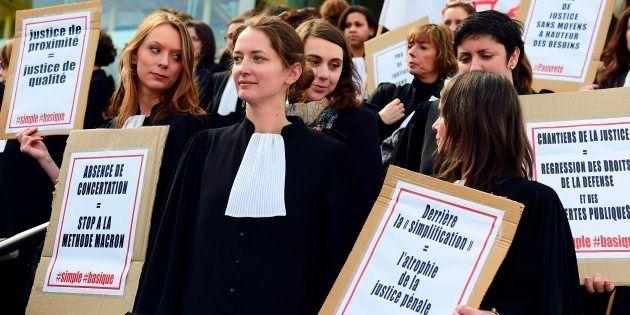 Avocats, greffiers et magistrats rassemblés devant le palais de justice de Bordeaux pour protester contre...