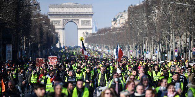Des gilets jaunes sur les Champs-Elysées pour leur acte 14 samedi 16