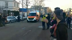 À Rouen, les pompiers ovationnés après avoir secouru des gilets jaunes renversés par une