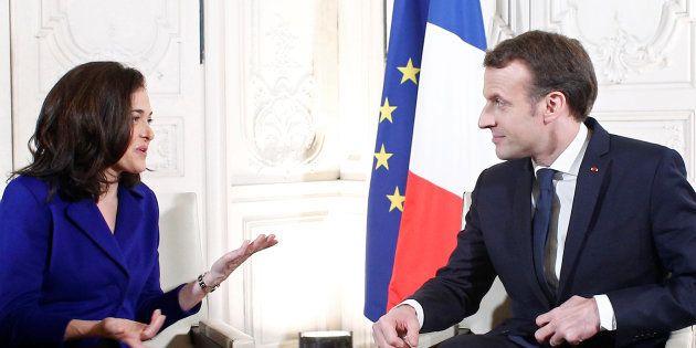 Pourquoi Emmanuel Macron (ici avec Sheryl Sandberg, une dirigeante de Facebook) tient tant à taxer les...