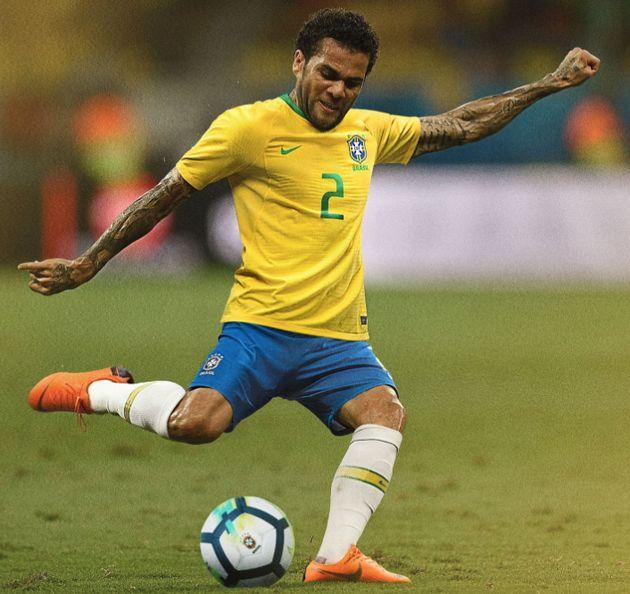 Coupe du monde 2018: Neymar présente le maillot du