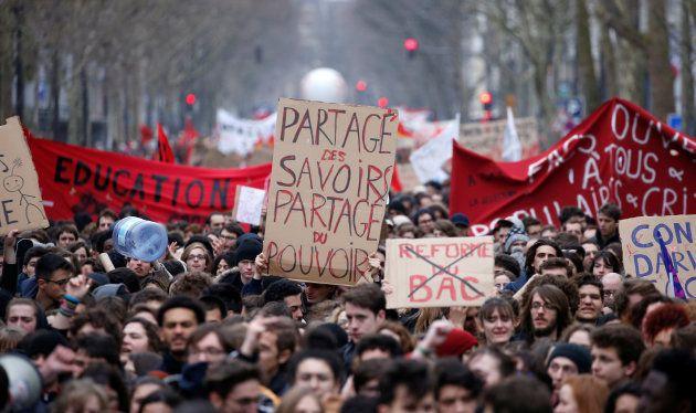 La grève du 22 mars 2018 bien suivie à la SNCF, 400.000 manifestants en France dont 40.000 à Paris, selon...