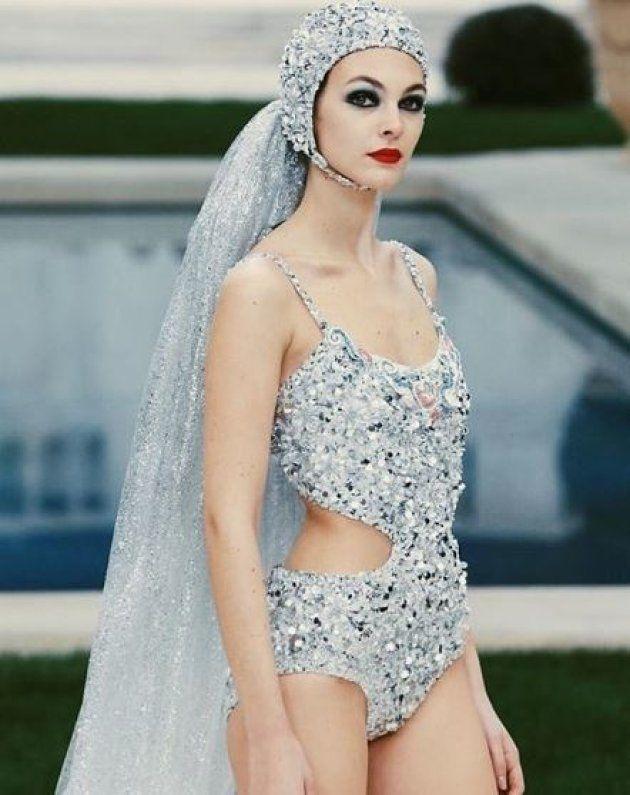 Vittoria Ceretti portait la robe de mariée Chanel le 23 janvier
