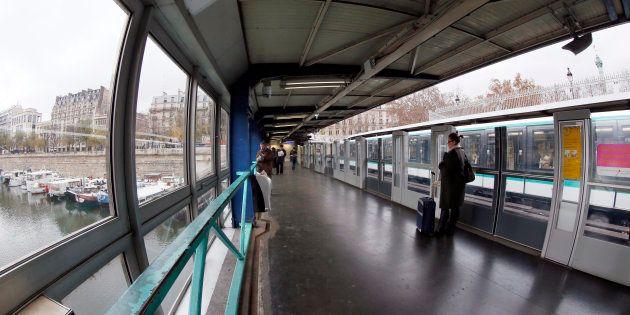 Le suspect de l'agression au liquide inflammable à Paris mis en examen (Photo d'illustration prise le...
