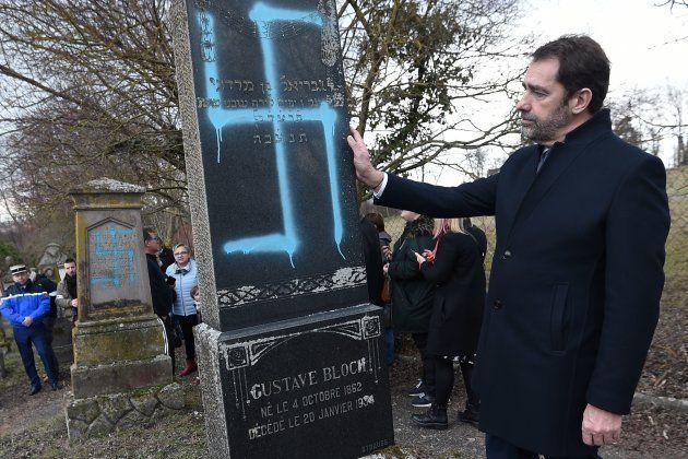 Christophe Castaner au cimetière juif profané de Quatzenheim le 19 février