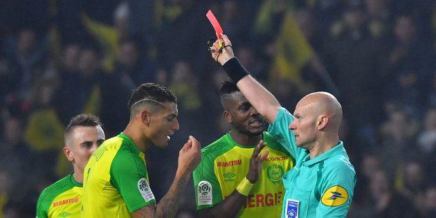 Tony Chapron, suspendu 6 mois ferme après son tacle lors de Nantes-PSG, n'arbitrera plus en Ligue