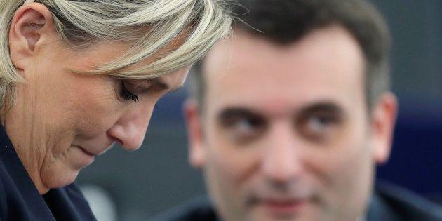 La présidente du Front national Marine Le Pen aux côtés de Florian Philippot lorsqu'il était encore son