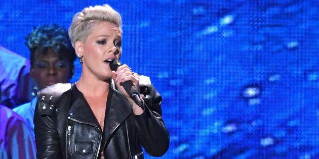 Pink a réalisé une performance dépassant toutes les attentes du public lors de la cérémonie des Brit...