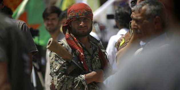 Un combattant des Forces démocratiques syriennes au nord de Raqa en Syrie le 6 juin