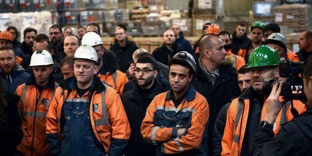 Des travailleurs de l'aciérie Ascoval de Saint-Saulve, près de Valenciennes (Nord), le 19 décembre