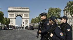 Attentat des Champs-Élysées: cinq personnes en lien avec l'assaillant placées en garde à