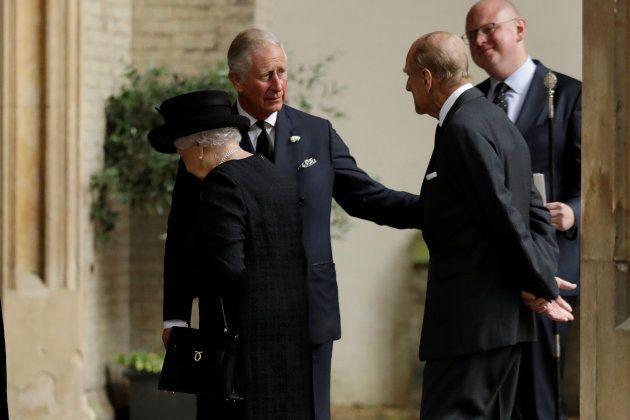 Le Prince Charles, la Reine Elizabeth et le Prince