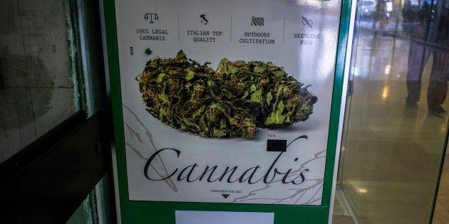 En Grèce, le premier distributeur de cannabis a été installé dans le centre de la