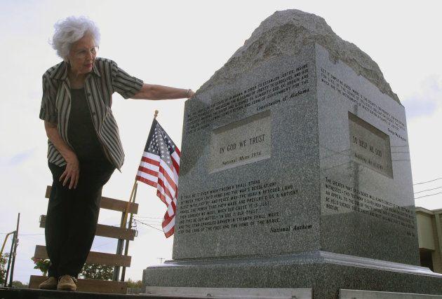 La statue des Dix Commandements retirée de la Cour suprême de l'Alabama est partie en tournée, ici au