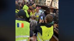 Des gilets jaunes envahissent un Starbucks à Paris et obtiennent un rendez-vous avec la