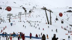 Des skieurs évacués d'une télécabine par hélicoptère aux