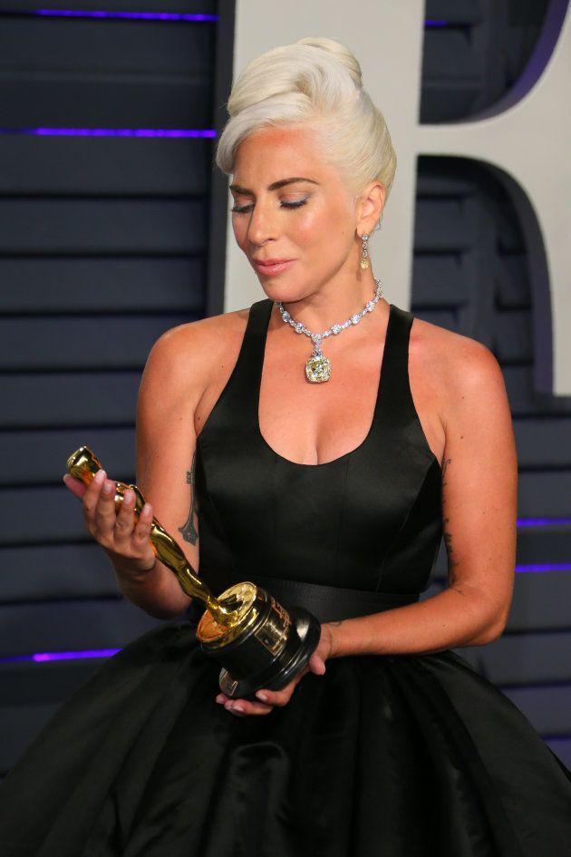 Lady Gaga portait le diamant d'Audrey Hepburn aux