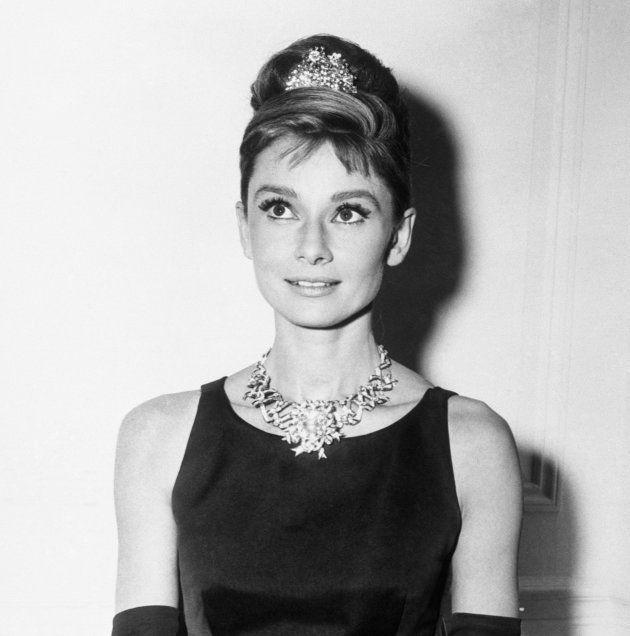 Audrey Hepburn portant le diamant jaune de Tiffany's pour la promotion du film