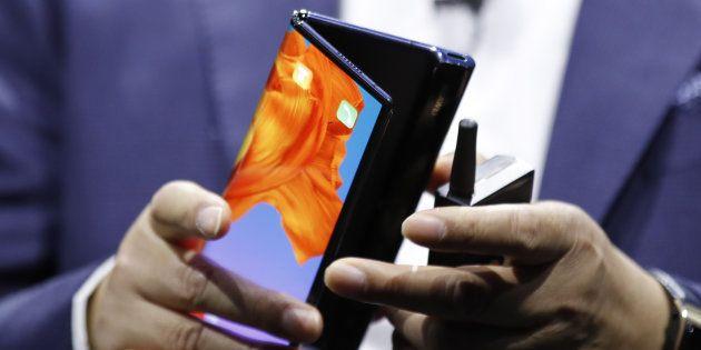 Le Huawei Mate X, un smartphone pliable au prix de 2300 euros, dont la date sortie est prévue à la mi