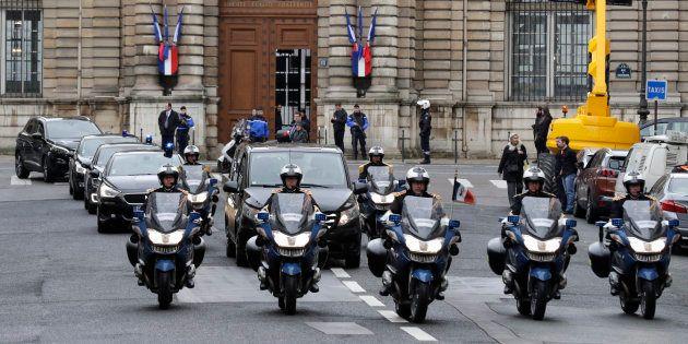 Le cercueil d'Arnaud Beltrame est escorté à Paris le 27 mars, à la veille d'un hommage national au