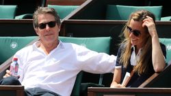 Hugh Grant est la star du jour à Roland-Garros (mais il n'est pas